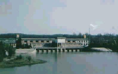 公元1977年 江苏建成江都排灌站,由4个电力排灌站组成,总装机49800kW,抽水能力473m /s,为中国平原区最大的电力排灌站。