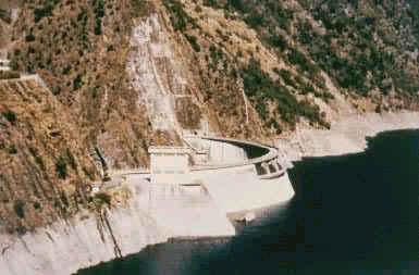 公元1974年 台湾德基坝竣工,大坝为混凝土双曲拱坝,高181m,为中国最高坝