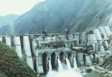 浙江衢州湖南镇梯形支墩坝,中国最高的支墩坝,高129m,1980年竣工。