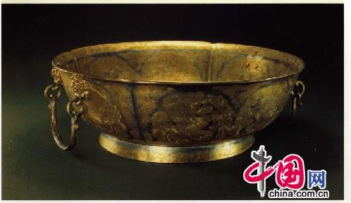 鎏金双耳圈足银盆,唐,陕西扶风法门寺出土